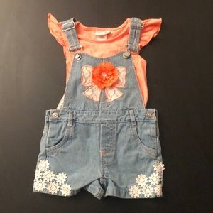 Overall shorts and matching shirt